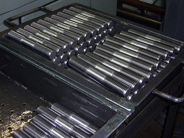 ГОСТ 22042-76 Шпильки для деталей с гладкими отверстиями. Класс точности В